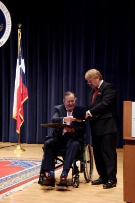 Bush_Award (2)