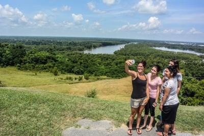 Vicksburg_Mississippi_River_Girls_Web