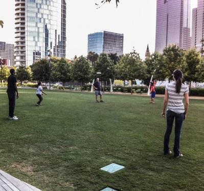 Park_Frisbee_Web