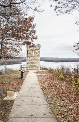 Dubuque_Memorial_Web