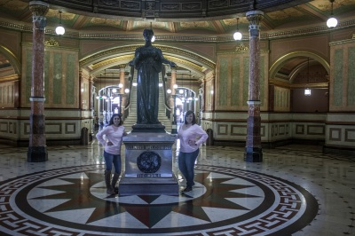 Illinois_Capitol_Girls_Welcome_2_Web