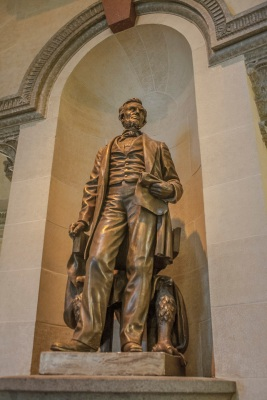 Illinois_Capitol_Lincoln_Statue_Web
