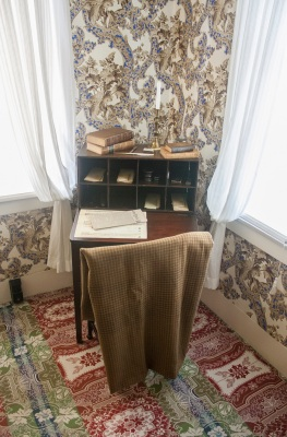 Lincoln_Home_Desk_Web
