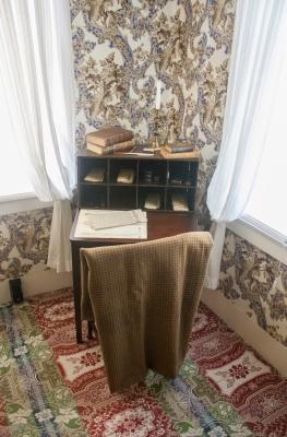 Lincoln_Home_Desk_Web