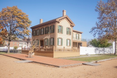 Lincoln_Home_Exterior_Web