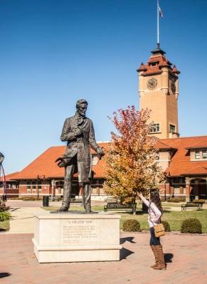 Lincoln_Statue_Alex_Web