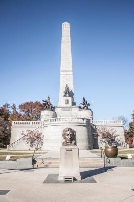 Lincoln_Tomb_Exterior_Web