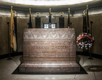 Lincoln_Tomb_Tomb_Web