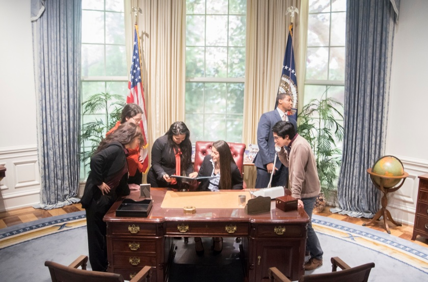 Bush_Museum_OVal_Office_Group_Action_2_Web