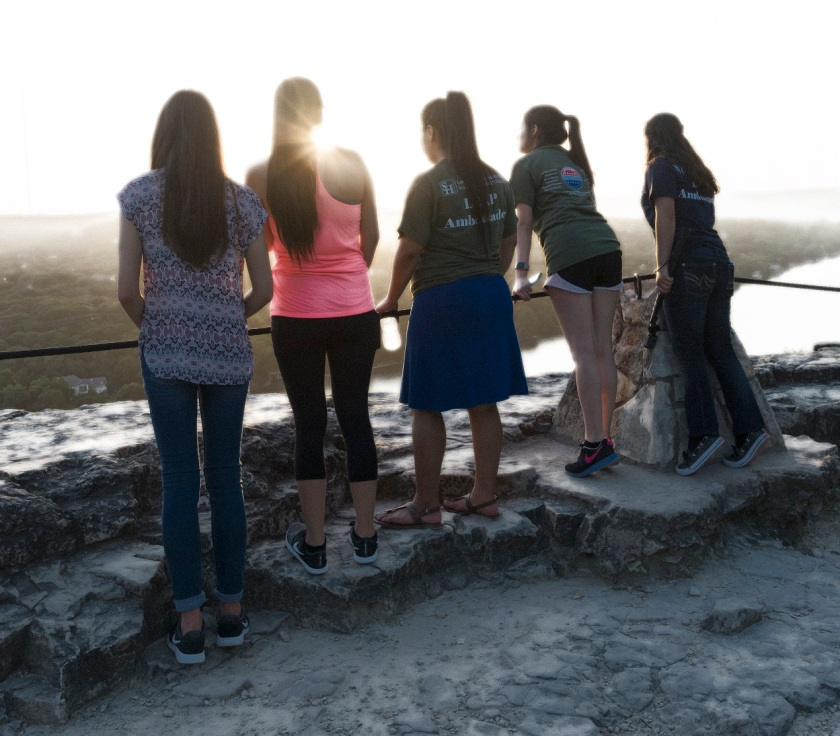 Mount_Bonnell_Sunset_Girls_Backs_Diffuse_Glow_WEb